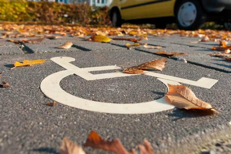 Чтобы избежать проблем с парковкой: регистрация автомобилей для инвалидов будет упрощена