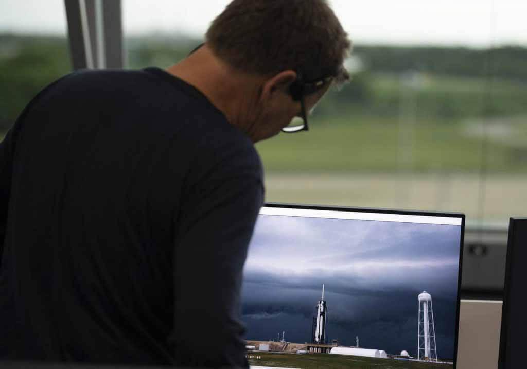 Исторический астронавт НАСА SpaceX запускает трек для второй попытки