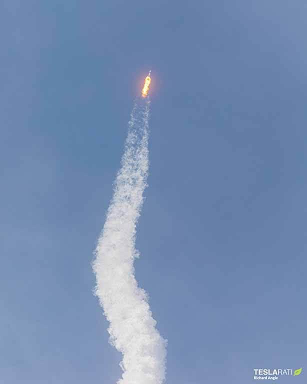 Космонавты SpaceX Crew Dragon гоняются за космической станцией вокруг Земли