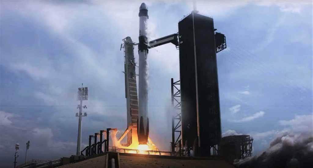 SpaceX вошел в историю как первая частная компания, которая запустила астронавтов НАСА на орбиту