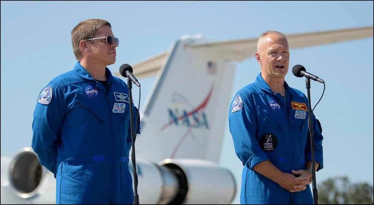 Запуск SpaceX неизбежен, когда астронавты НАСА прибывают в космический центр Кеннеди