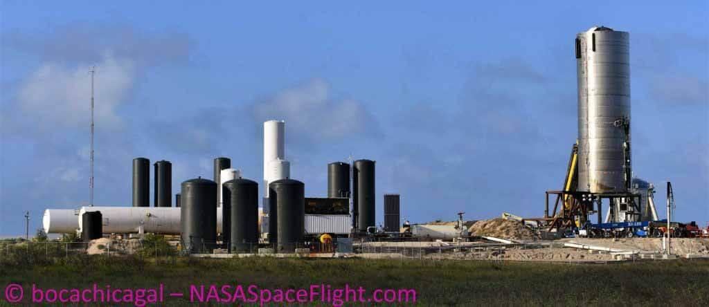 Звездный завод SpaceX производит стальные ракеты быстрее, чем когда-либо