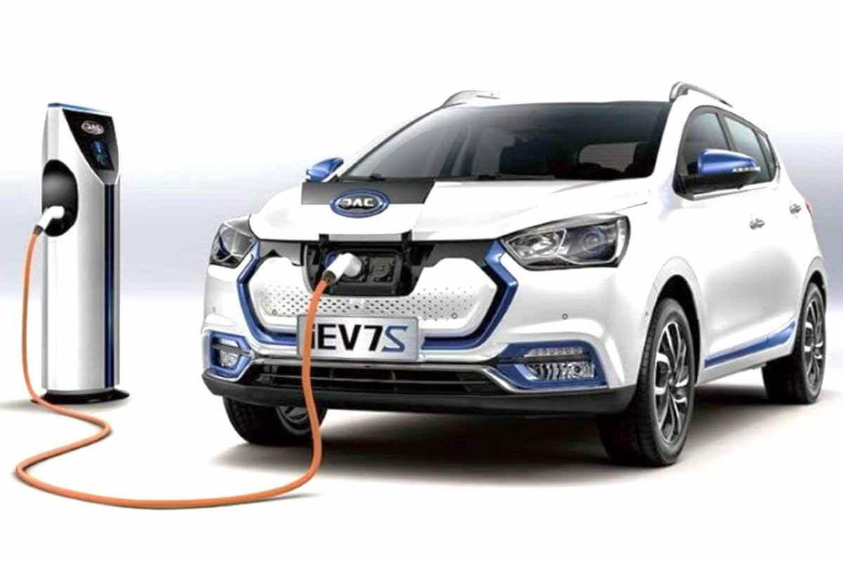 Электрический хэтчбек JAC iEV7S нельзя везти в Россию - автомобилисты