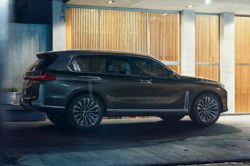 BMW может оснастить будущий флагманский кроссовер гибридной установкой от седана 7 серии