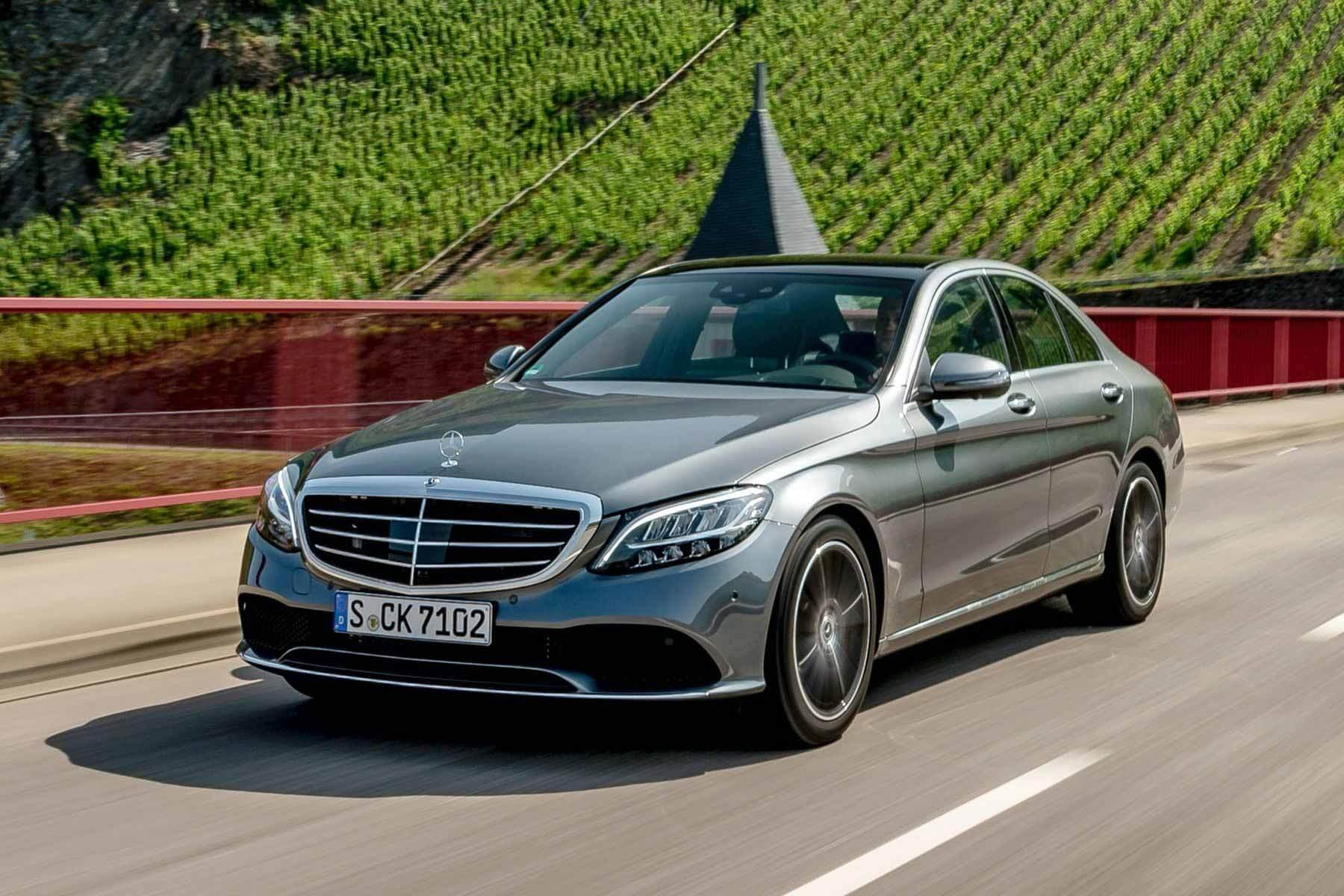 Плохой клей может снести крышу: Mercedes-Benz отзывает 4270 автомобилей в России