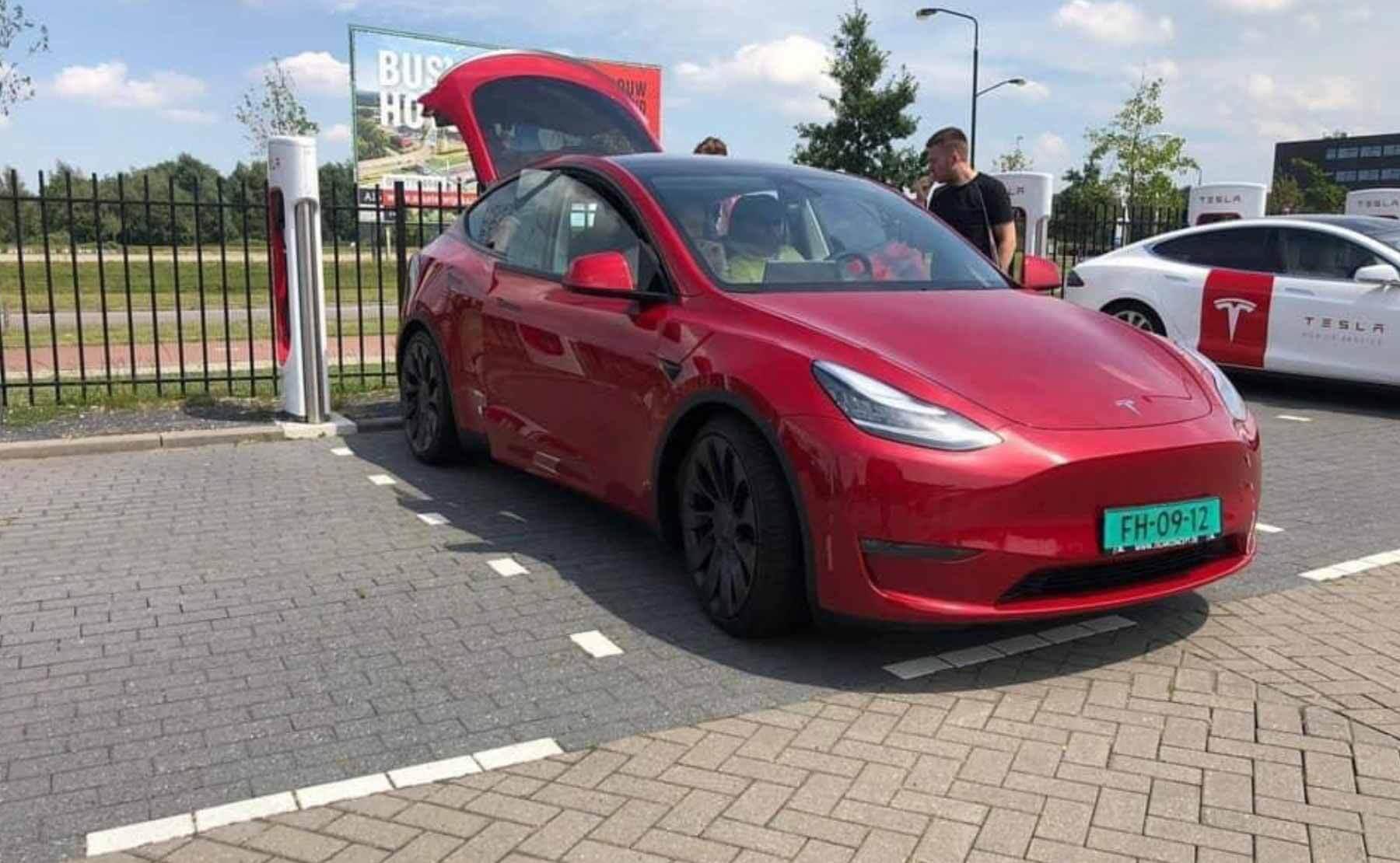 Первая модель Tesla Model Y в Нидерландах прошла тестирование автопилота и нагнетателя