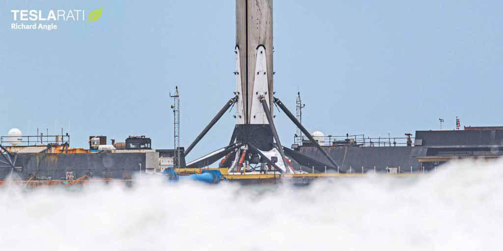Первая ракета SpaceX, проверенная астронавтами, возвращается на землю