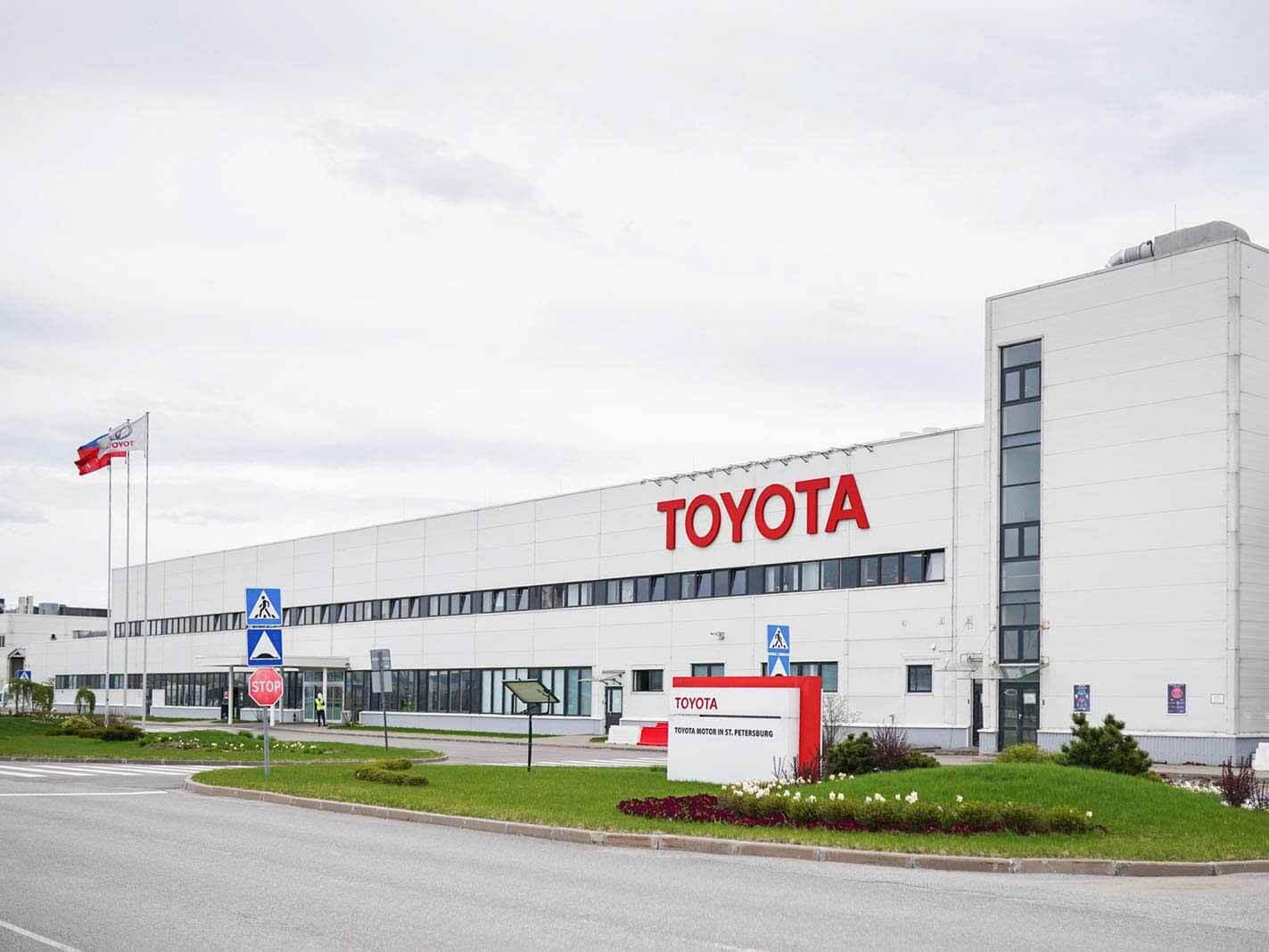 Российские дилеры Toyota возобновили работу: процесс продажи автомобилей изменился