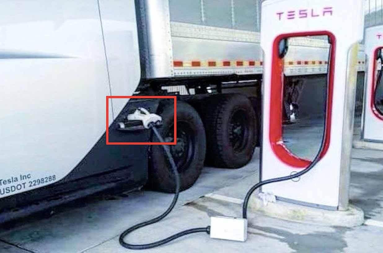 Специальная установка «Megacharger» Теслы Семи была замечена на открытом воздухе в Supercharger