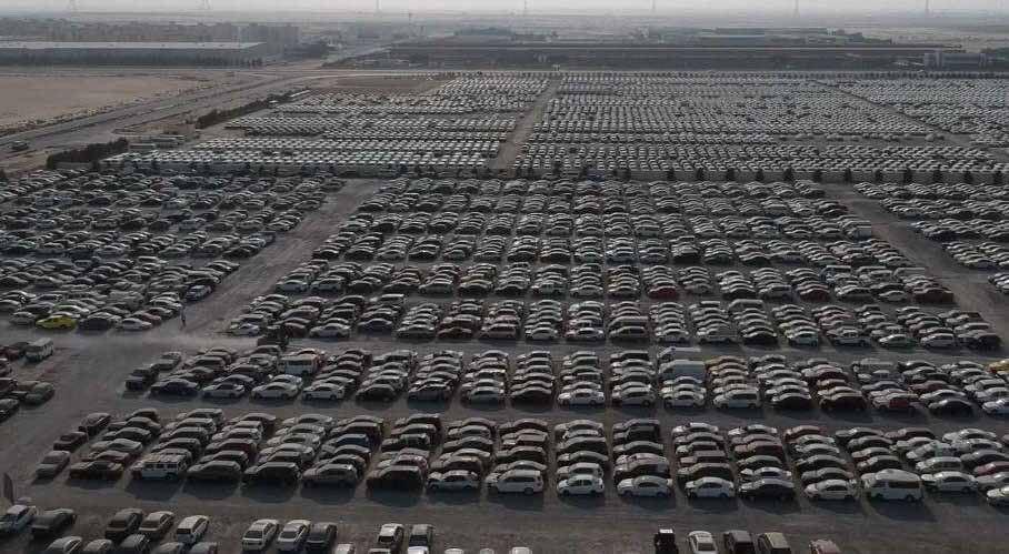 Стоянка с заброшенными суперкарами в Дубае попала в видеоролик