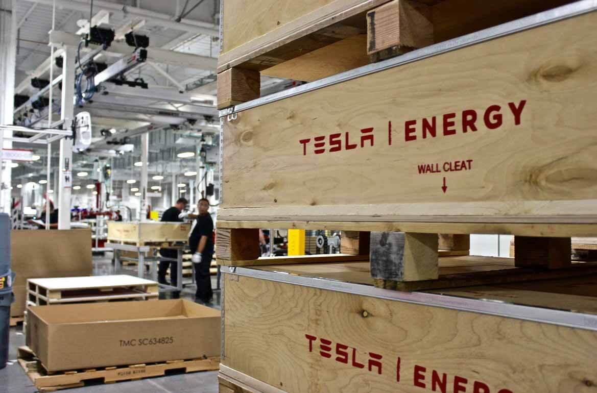 Тесла подписывает новое соглашение о поставках батарей с Panasonic в преддверии Дня батарей