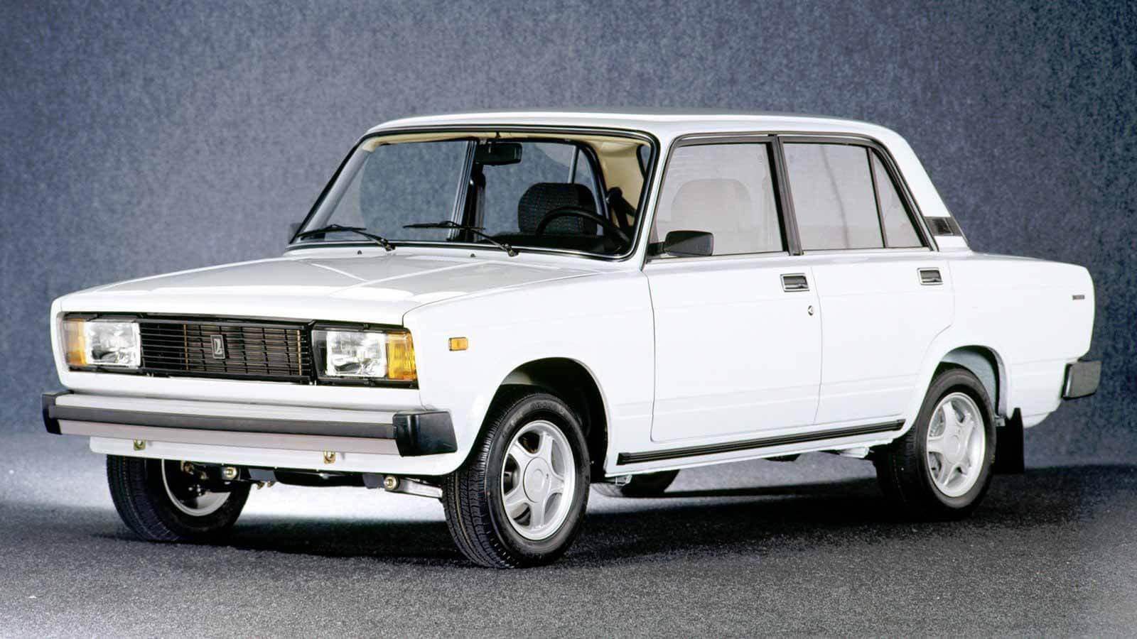 Крекинг «ведро» или достойный автомобиль?  Почему россияне до сих пор покупают ВАЗ-2105