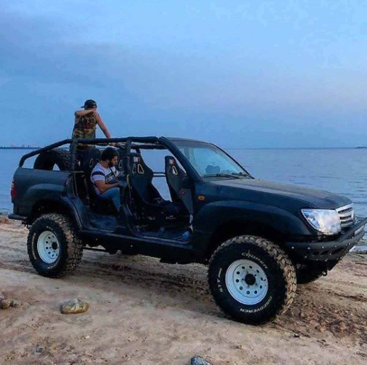 Представлена прогулочная коляска на базе Toyota Land Cruiser 100