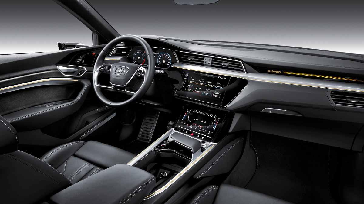 Электрический кроссовер Audi e-tron