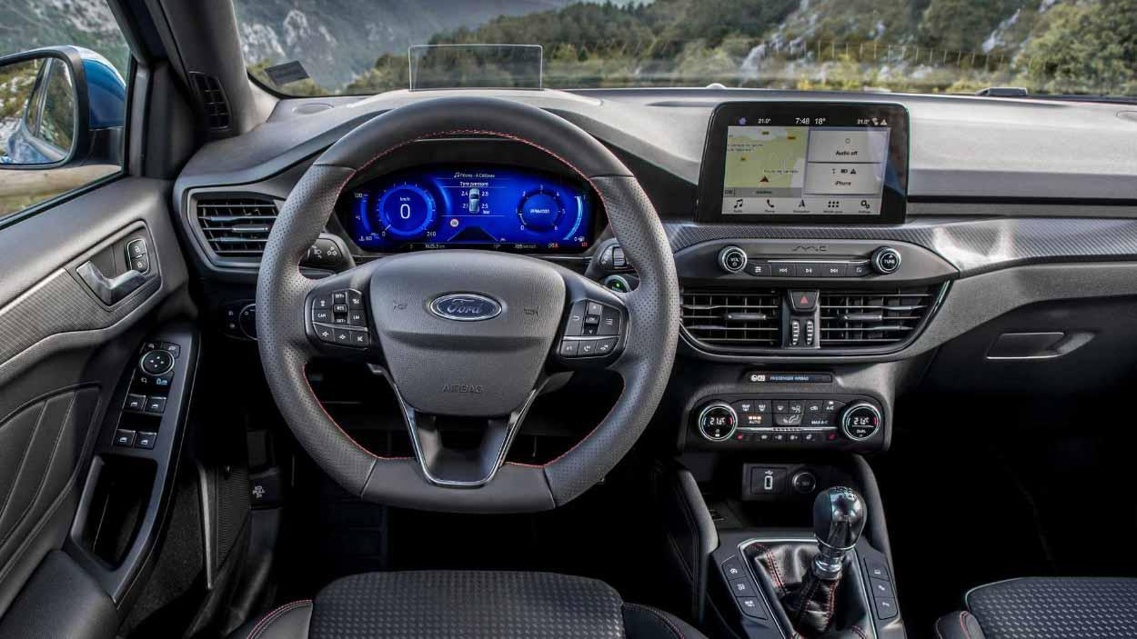 Интерьер Ford Focus с цифровой приборной панелью