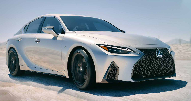 Lexus IS остался верен себе в новом поколении